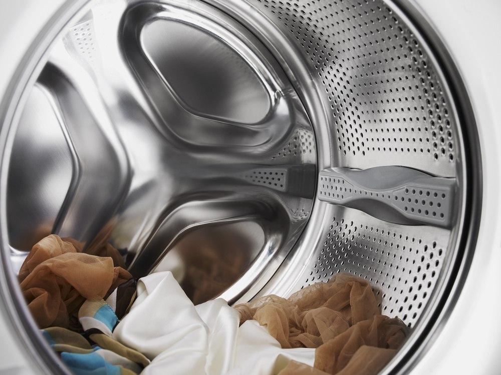 Косточка от бюстгальтера попала в барабан стиральной машины